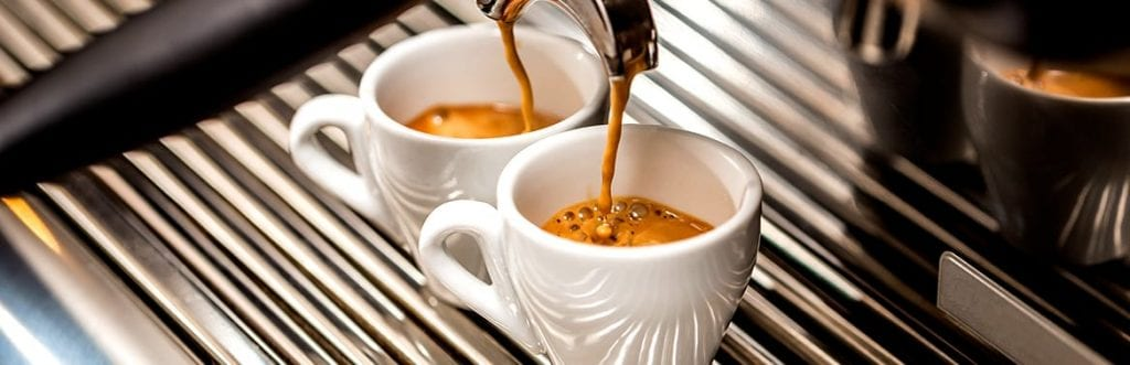 foto de duas xícaras para ilustrar matéria sobre máquina de café para empresas