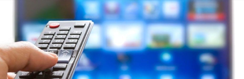 imagem de um controle de TV e uma televisão para ilustrar matéria sobre planos de tv net